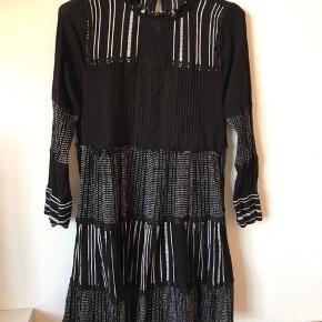 Kjole fra Zara brugt to gange.