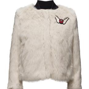 9b669359 Varetype: jakke Farve: Hvid Oprindelig købspris: 3000 kr. Gigi Hadid x Tommy