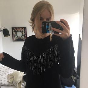 Gina tricot trøje Brugt enkel gang  Np: 200kr  Byd bare   Køber betaler fragt