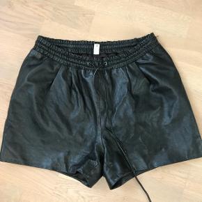 Sorte shorts i ægte læder str 36😀