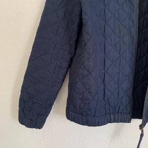 ENVII jakke i str. L men passer også fint en M