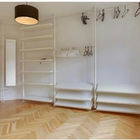 Sælger dette mega fede reolsystem fra Ikea. Det kan sættes sammen som vist på billedet, eller i enkelte moduler.  Nypris 17.000 Mp: 4000 Skriv for mere info