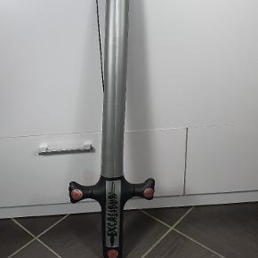 Helt nye Plastik sværd. Har ca. 50 stk. Prisen er pr. Stk. Skriv endelig ved spørgsmål 😀👍