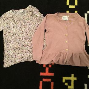 Varetype: Skjorte, cardigan Farve: Rosa, hvid, lilla Oprindelig købspris: 380 kr.  Yndig skjorte med pæn matchende cardigan til.