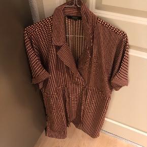 Super fin tunika / kjole med snor i taljen  Mange fede detaljer. Bytter ikke