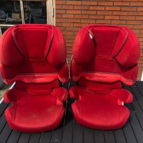 To Cybex autostole sælges. De trænger til at blive rengjorte, derfor den lave pris. Afhentes.