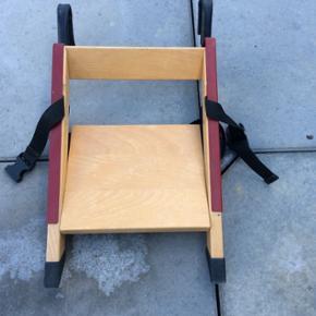 Handysitt højstol. Den er sammenklappelig og nem at transportere.