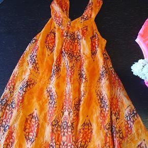 Fin orange luftig sommerkjole:) Byd!