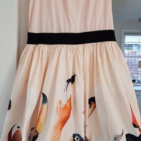 Molo kjole str 134/140. Brugt 3 gange til fest. Nypris 599 kr.