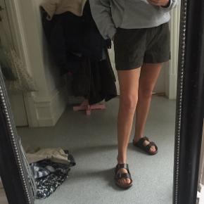 Virkelig cool ruskind's shorts sælges