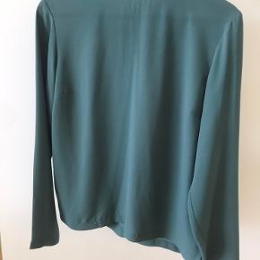 Blå/grøn farve  Brugt men i god stand Usynlig lynlås lukning bagpå