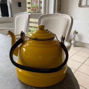 Gammel tepotte købt i Frankrig kan rumme  ca 1 1/2 l