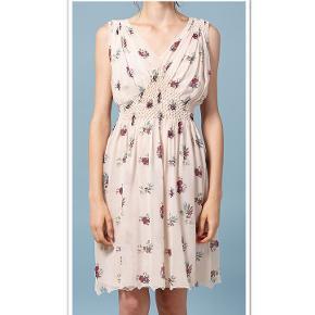 Intropia kjole