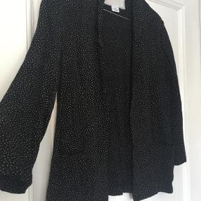 Vintage blazer fra mærket Cooperative (IKKE Ganni) 😊  I fin stand og kan styles på mange måder.   Bud ønskes ☀️
