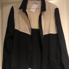 Lækker silkeskjorte fra ganni   Sælges da jeg ikke passer den efter graviditet