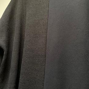 Lækker kjole fra Gozzip Black sat sammen k forskellige materialer   #30dayssellout
