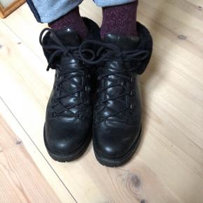 Perfect winter shoes . Original price 2200 DKK  now 650 DKK- with original box