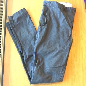Til mænd. Super fede grå suit bukser fra Zara Man. Str EUR 42