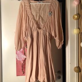 Vintage tunika kjole, jeg har brugt den over jeans, med leggings og en lang microfiber top indenunder eller som kjole med støvler til  I flot stand desværre er den blevet for stor til mig