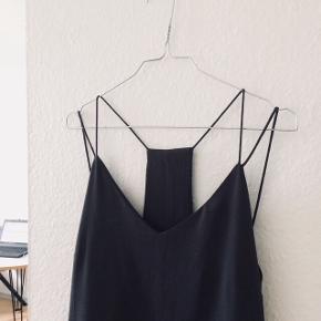 Mørke grå kjole fra VERO MODA   • Str M  • Flot ryg detalje  • Brugt en enkelt gang  #trendsalesfund
