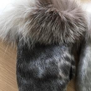 Sælskindsluffer. Brugt men ikke mange gange. Dog drysser pelsen rundt i kanten lidt.   #trendsalesfund