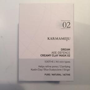 Dream 02 - cremet ler ansigtsmaske Mineralrig ingefær- og lermaske, som hjælper med at sammentrække porerne og balancere overskydende talgproduktion. Lindrer irritation og betændelsestilstande. Til alle hudtyper. Aldrig brugt, kommer i uåbnet original æske.