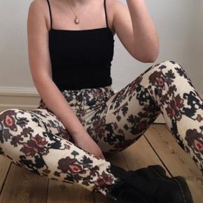 Virkelig flotte mønstrede fløjlsbukser fra Isabel Marant. De er i god stand og passes af en størrelse S/M. Jeg har selv købt dem i en vintagebutik i Amsterdam og har kun brugt dem et par gange.