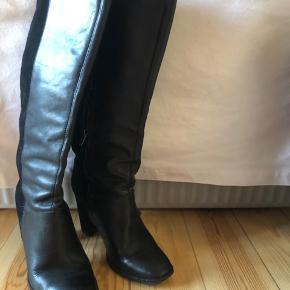 Læder/ruskinds støvler købt i Nice for 1200kr