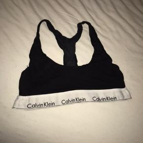 Calvin Klein top i sort  Str. Small