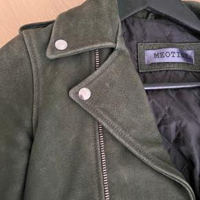 Jeg sælger denne Meotine jakke da jeg ikke får den brugt.