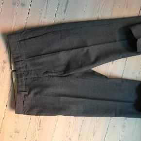 Bukserne er er pæne til sommer, da de er en smule cropped. Jeg har været rigtig glade for dem, og de har været sent til rens for at vedligeholde dem. Jeg kan ikke længere passe dem, og derefter sælger jeg dem.