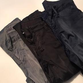 Blå, grå og et par sorte bukser. Dansk design