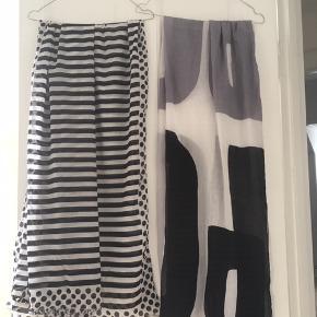 Sælger disse to store tørklæder i farverne sort, hvid, grå.  Brugt og vasket en enkelt gang og fremstår rigtigt pæne.  Samlet pris kr 300 eller kr 200 pr stk p.p.