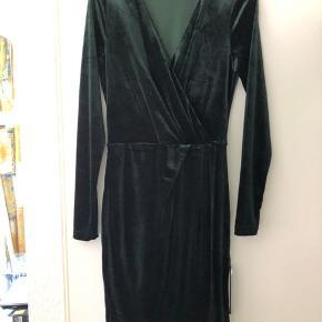 Flot velour kjole i grøn Perfekt stand Blødt og elastisk stof