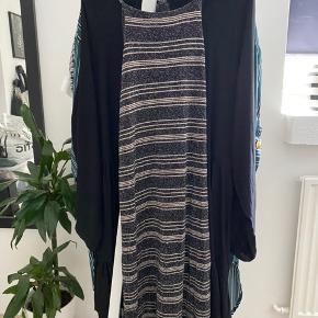 Fin kjole med glimmer - køber betaler fragt
