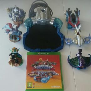 3 skylanders figure + 3 fartøjer + 1 portal og selve spillet.
