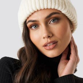 Sælger denne populære knitted hue fra Na-Kd, utrolig blød