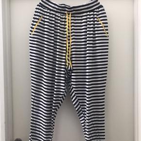 Stribet Jersey bukser  M ( 46-48 )