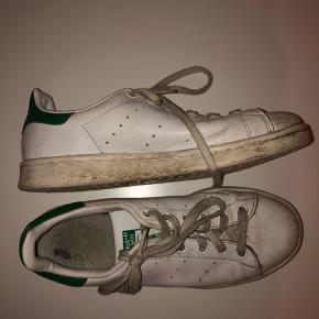 Super pæne sko, hvis de lige får en vasker.. jeg har i hvert fald været super glad for dem, dog kan jeg ikke passe dem længere:/