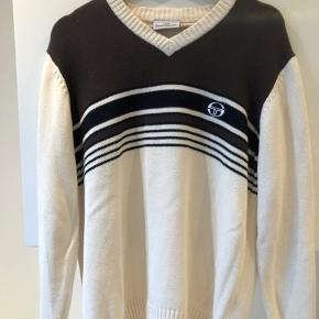 Jeg sælger den Casual trøje fra Sergio Tacchini, trøjen er så god som ny, da jeg højst har brugt den et par gange.