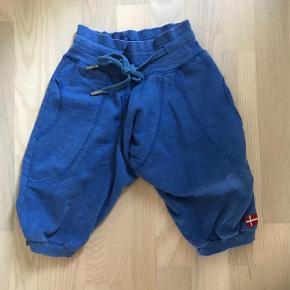 Varetype: Shorts Farve: Blå  Ingen pletter mv.   Mp 50pp  Byttet ikke.  Handel via ta betaler køber de 5% i gebyr