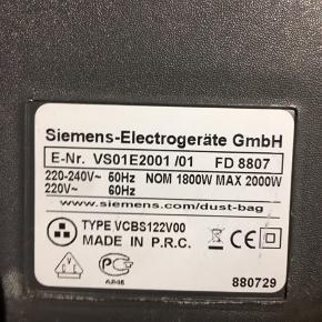 Siemens Big Bag 3L 2000 Watt VS01E2100.  Ultra kompakt 3.6 kg. Aktionsradius 8 m.  Elektronisk regulering af sugestyrke via drejeknap.  Stor 3 liters pose minimerer antallet af skift af støvsugerposer og reducerer derved omkostninger.  Kompakt pladsbesparende design for nem opbevaring og betjening.  Ultra hygiejnisk filter system sørger for ren og filtreret udblæsningsluft.  Elektronisk regulering af sugeevnen efter typen af gulv.  Automatisk ledningsoprul.  Støvsugerpose: TYP K VZ41AFK MEGAfilt Plus-filterstøvsugerpose med hygiejnelukning. Ultra Air II hygiejnefiltrering.  Butikspris 1299 kr. Sælges 350 kr.