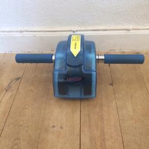 Trojan - hjemme træningsmaskine Næsten som ny Farve: blå Sender ikke denne, kan afhentes i Næstved. :)  >ER ÅBEN FOR BUD<  •Se også mine andre annoncer•  BYTTER IKKE!