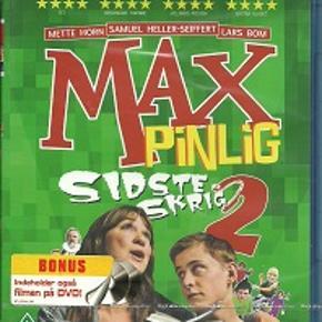3011 - Max Pinlig 2 - sidste skrig  (Blu-ray + Dvd ) Ny & I Folie  Max Pinlig 2 - sidste skrig Max skal i 9. klasse efter sommerferien, og det er blevet tid til at søge praktikplads. Max aner ikke, hvad han vil og ved i det hele taget ikke ret meget om, hvad han egentlig vil med sit liv. Kærligheden skaber også problemer, da Esther omtaler ham som sin kæreste, men ikke har lyst til at være sammen med ham.  Efter råd fra vennen Hassan beslutter Max sig for at søge praktik i en bank. Men det er absolut ikke en beslutning, mor har tænkt sig at bakke op om, og hun tvinger ham derfor mere eller mindre med på højskoleophold i Jylland. Her kulminerer forholdet mellem mor og søn, især efter både Esther og Hassan dukker op, da de er bekymrede for Max. Hårdt presset på alle fronter tvinges Max til at få styr på sit liv! Tekst fra omslag