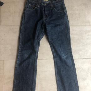 Sælger disse seje Lee jeans! Passer en på 165ca:) Model: Straight   Lidt små i str:)    Brandy melville  Y2k