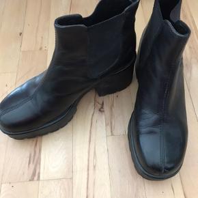 Et par super lækre vagabond støvler i fin stand, som jeg desværre ikke får brugt derfor sælges de - i håb om at der er en anden derude der vil få dem brugt🦄🌸