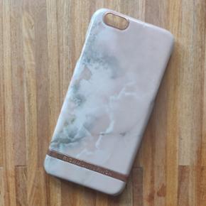 🌸 Richmond & Finch pink Marble cover iPhone 6/6s 🌸 sælges da jeg har fået ny telefon. Coveret har ridser som det ses på billede 3, men pga. mønstret er det ikke noget man lægger mærke til 😊
