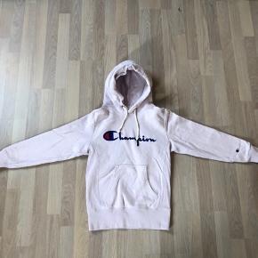 💜Lækker Champion Reverse hoodie, i rigtig god stand  Mp 150 Np 750 Byd endelig
