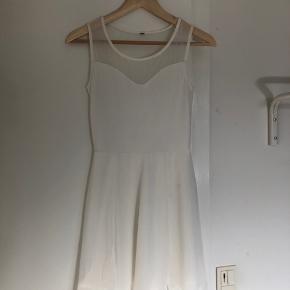 Fin kjole.   Mangler mærke men er fra h&m.   Køber betaler fragt.