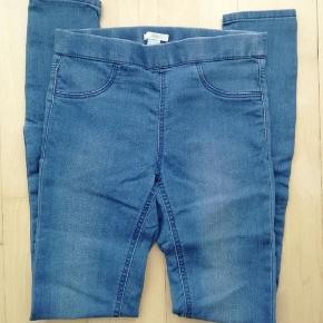 Mærke: H&M  Str. 34 Pris: 10 kr.  Tynde jeans Lyseblå bukser Cowboybukser